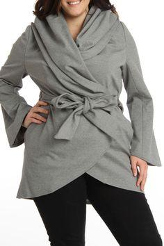 Ladies. No podemos ponernos todo lo que nos gusta. Esta chaqueta es preciosa pero si os fijáis hace gorda. Tenemos que elegir ropa que se adecue a nuestra constion fisica