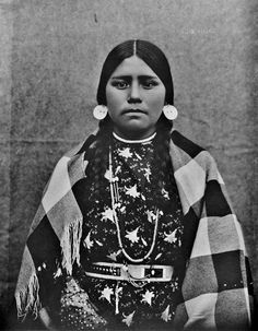 Alice, Unknown Tribe (possibly Cayuse, Walla Walla, Or Umatilla), 25 Stunning Century Portraits of Native America Women Native American Costumes, Native American Girls, American Teen, Native American Photos, Native American Tribes, American Indian Art, Native American History, American Indians, American Pride