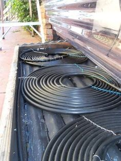Cheap Solar Hot Tub/spa/pool Water Heater , Here`s how to build your own solar powered hot tub heater or swimming pool heater for under using basic materials that you may already own : www. Pool Spa, Pool Water, Installation Solaire, Diy Heater, Diy Solar Pool Heater, Swimming Pool Heaters, Hot Tub Backyard, Backyard Pools, Pool Decks