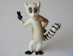 Statue/figurine - Madagascar - King Julien King Julien, Madagascar, Snowman, Disney Characters, Fictional Characters, Statue, Christmas Ornaments, Film, Holiday Decor