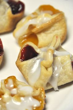 Mini Pies.  Love, love this idea.  So easy using a pre-made pie crust (if you hate to make pie crust) and all your favorite fillings.  Everyone gets to eat a bite of their favorite pie. Thanks so much for sharing!