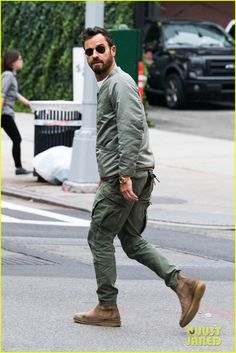 Suit Fashion, Mens Fashion, Men's Style, Cool Style, Justin Theroux, Look Street Style, Cool Jackets, Celebrities Fashion, Men Looks