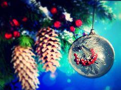 Ёлочный шар квиллинг Зимняя Рябина. Paper Art, Christmas Bulbs, Holiday Decor, Home Decor, Papercraft, Decoration Home, Christmas Light Bulbs, Room Decor, Home Interior Design