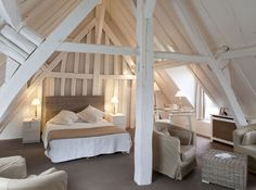 Love the beams in this bedroom.
