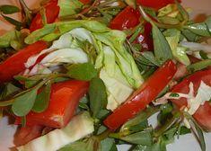 Salát z mladého zelí, šruchy a rajčat