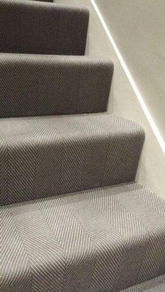 Staircase makeover with patterned carpet - adds style to home. Hallway Carpet, Carpet Stairs, Bedroom Carpet, Living Room Carpet, My Living Room, Stairway Carpet, Hallway Flooring, Modern Staircase Railing, Staircase Makeover