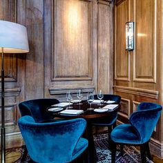 67 Pall Mall is a private members' club in London for wine lovers and fine dining. Town And Country Magazine, Bar Restaurant, Luxury Restaurant, Restaurant Chairs, Bar Lounge, Restaurant Interior Design, Hospitality Design, Best Interior, Country Interior