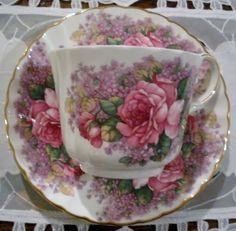 Tea cup set, love it! Tea Cup Set, My Cup Of Tea, Tea Cup Saucer, Vintage Dishes, Vintage Tea, Vintage China, Teapots And Cups, Teacups, Antique Tea Cups
