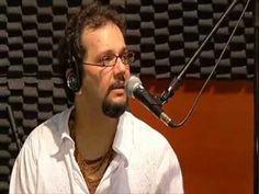 Caio Ignacio cantando a Polca Rock no Estudio 104