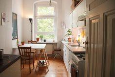 kuche mit esstisch in 1 zimmer wohnung in kreuzkolln 1 zimmer wohnung in berlin neukolln