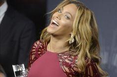 Beyoncé y Miley Cyrus brillan en los MTV Video Music Awards 2014 (Fotos) http://informe21.com/arte-y-espectaculos/beyonce-y-miley-cyrus-brillan-en-los-mtv-video-music-awards-2014-fotos