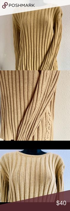 BANANAREPUBLIC Chunky Sweater BANANAREPUBLIC Chunky Sweater  Long sleeve  Criss cross design on both side Super warm and cozy Perfect for fall/winter Banana Republic Sweaters