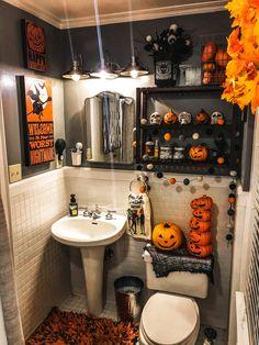 Fete Halloween, Halloween Decorations To Make, Holidays Halloween, Halloween Crafts, Diy Halloween Home Decor, Halloween Living Room, Halloween 2020, Halloween Stuff, Seasonal Decor