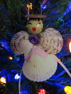 Here's a quick and easy idea for family-time creativity and crafting! Seashell Christmas angels and carolers are justperfect for the Fraser Fir, and they'll add seaside style when hung…
