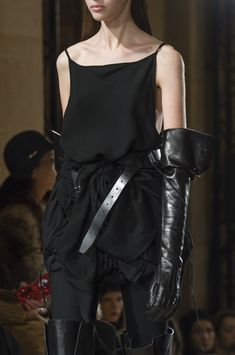 Ann Demeulemeester at Paris Fashion Week Fall 2018 - Details Runway Photos