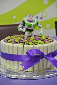 Love the white KitKats. Toy Story Birthday Cake, 3rd Birthday Cakes, Boy Birthday Parties, Birthday Fun, Birthday Ideas, Fête Toy Story, Toy Story Theme, Toy Story Party, Bolos Toy Story