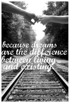 Os Sonhos dão sentido à vida! Mas que sentido tem a vida se os Sonhos não se realizarem. Podes sonhar sem viver... Mas só vivendo podes alcançar os teus Sonhos