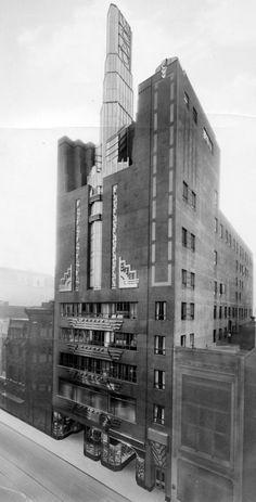 Art Déco - Ce Bâtiment, Actuellement, l'Institut des Arts de Philadelphie, a été Conçu par Harry Sternfeld & Gabriel Roth, en 1928. Il a été le 1er en Amérique, à être Construit Spécialement pour Devenir une Station de Radio.