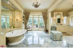 Celebrity real estate: Christina Aguilera buys new mansion in California