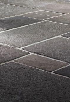 Sphere Furniture & Design maakt 'Castle Stones', handgemaakte replica's van stenen uit historische landhuizen, kastelen en kerken. De uit #innovatieve materialen en gemalen marmer geperste tegels hebben een authentieke structuur en rustieke charme. #innovatie ingeschreven voor de MKB Innovatie Top 100. www.mkbinnovatietop100.nl