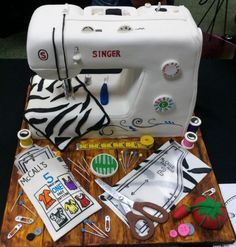 """Sewing machine cake - fondant but could do something similar with icing? Use dowel to place big chunk on left, then put a piece over top of both """"pillars"""" Sewing Machine Cake, Sewing Cake, Gorgeous Cakes, Amazing Cakes, Quilted Cake, Extreme Cakes, Realistic Cakes, Fantasy Cake, Cake Shapes"""