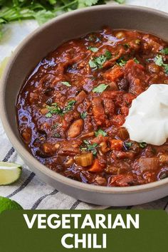 This Vegetarian Chili is amazing any time of year! It is made with pantry staples and made in one pot..you can't get much easier than that! It's so flavorful that you won't even believe that there isn't any meat in this chili! Easy Healthy Recipes, My Recipes, One Pot Meals, Easy Meals, Food Dishes, Main Dishes, Clean Eating Soup, Tomato Vegetable, Vegetarian Chili