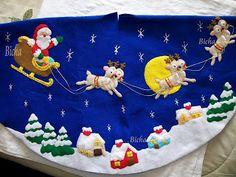 Pie de arbol en fieltro Christmas Clay, Felt Christmas Ornaments, Christmas Humor, Christmas Stockings, Christmas Holidays, Christmas Wreaths, Christmas Decorations, Christmas Tree, Xmas Tree Skirts