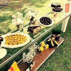 @festabycamilarosa caprichou na nossa mesa de doces hoje e amanhã no @bznojardim #vempraca #handmade #compredequemfaz #decoracaodefesta #mesadecorada