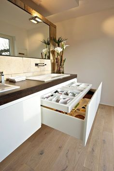 Vanity unit with apothecary cabinet: modern by helm design by h .- Waschtisch mit apothekerschrank: modern von helm design by helm einrichtung gmbh,modern Vanity unit with Apothecary Cabinet: Modern Bathroom by Helm Design by Ihr Schreinermeister GmbH - Bathroom Renos, Bathroom Furniture, Bathroom Storage, Small Bathroom, Drawer Storage, Bathroom Renovations, Bathroom Grey, Classic Bathroom, Storage Compartments