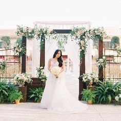 Umm seriously... One of our favorite ceremonies ever! Michelle and Michael's @montagebh wedding was a stunner. Thank you @valglidden for the gorgeous images and @cclweddings @foundrentals @gloria_yi @astunningaffair @bentochrisgo @mags_gomez @helennn03 @btbevents you all rock!!!! #gardenceremony #ceremony #hannotsolo