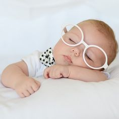 Gafas disfraces para bebés. Divertidas gafas pequeñitas para bebés o recién nacidos de plástico en varios colores para sacerle un reportaje de fotografía a tu hijo espectacular. Para recién nacido chico, niño. 4.00 €