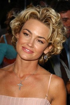 Haircuts Trends 2018 – Kelly Carlson at event of The Manchurian Candidate – ♥ hair Haircuts Trends Kelly Carlson at event of The Manchurian Candidate – ♥ hair Discovred by : Beaded & Short Curly Haircuts, Short Wavy Hair, Curly Hair Cuts, Curly Hair Styles, Hairstyle Short, Curly Blonde, Kelly Carlson, Trending Haircuts, Hair Affair