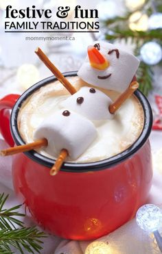 Hot chocolate with melted snowman! Hot chocolate with a marshmallow snowman! Christmas Drinks, Christmas Goodies, Christmas Desserts, Christmas Baking, Holiday Treats, Holiday Recipes, Christmas 2015, Holiday Fun, Kids Christmas Treats