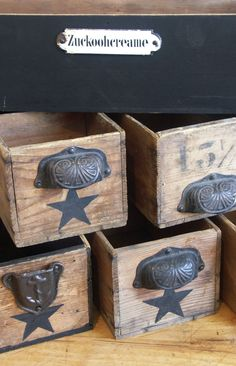Drawers of old sewing machine, beautiful storage box - Rustic Vintage Box, Shabby Vintage, Diy Wood Projects, Woodworking Projects, Old Sewing Machines, Repurposed Furniture, Wood Boxes, Wood Pallets, Decorative Boxes
