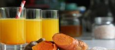 Wellness Shot - Turmeric Tonic With Coconut Water, Ginger And Honey - Mommy Potamus Healthy Fats, Healthy Drinks, Healthy Eating, Healthy Life, Juice Smoothie, Smoothie Drinks, Yogurt Smoothies, Turmeric Drink, Turmeric Shots