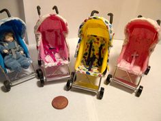 Many mini strollers Barbie Dolls Diy, Baby Barbie, Dollhouse Accessories, Barbie Accessories, Miniature Crafts, Miniature Dolls, Diy Dollhouse, Dollhouse Miniatures, Accessoires Mini