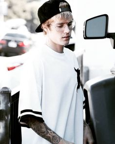 Justin Bieber Grabs Lunch with His Dad!: Photo Justin Bieber and his dad Jeremy make their way out of Sugarfish restaurant on Thursday afternoon (November in Beverly Hills, Calif. Justin Bieber Long Hair, Fotos Do Justin Bieber, Justin Bieber Pictures, I Love Justin Bieber, Justin 2017, Justin Hailey, Pattie Mallette, Usher Raymond, Scooter Braun