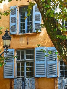 Colors from the South of France: terra cotta walls and blue shutters French Country Bedrooms, French Country House, La Provence France, Blue Shutters, French Architecture, French Countryside, South Of France, Toscana, Windows And Doors