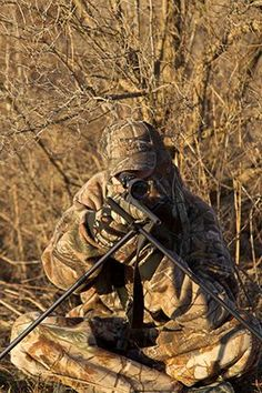 Check the wind, find a hiding spot, start squea Predator Hunting, Coyote Hunting, Hunting Tips, Hunting Stuff, Coyote Trapping, Varmint Hunting, Gun Vault, Hiding Spots, Big Game