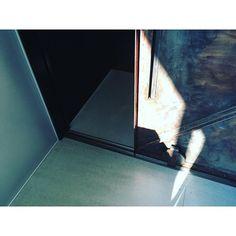 Instagram【mugtea_cafe】さんの写真をピンしています。 《. . ゆうがたのひかり . 【営業日変更のお知らせ】 2016年8月から営業日が 金土日になります 週末しっかり営業です . . えらぶたのしさ まぜるたのしさ かわるたのしさ . えらぶリラックス つくるリラックス かわるリラックス . カフェではフレーバーをチョイスして 自分好みのブレンドティーを作る おやつドリンクメニューやってます . . 世界初! ティーバッグで手軽に楽しめるブレンドティー MUG TEA / マグティー . 地元掛川茶やハーブに少量のシュガーを入れてブレンドした、ハーブティーが苦手な方も飲みやすい、ノンカフェインで手軽に楽しめる世界初のテトラティーバッグ型オリジナルブレンドティー . . 静岡県掛川市杉谷南1-26-4-2F (GoogleMAPは アトリエ拝啓 で検索) 営業日(2016年8月から変更)  金・土・日  15:00〜21:00 P5台・15歳以上・禁煙 https://www.mugtea.com ネットショップはこちら . #mugtea #静岡…