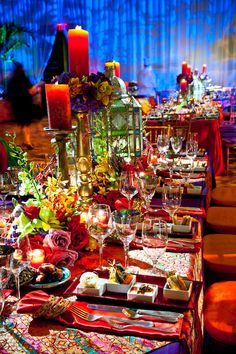 ☆ Tablescapes - Brilliant Colors ☆ this is a link to how to set a table. Arabian Theme, Arabian Party, Arabian Nights Party, Moroccan Party, Moroccan Theme, Moroccan Colors, Moroccan Style, Place Settings, Table Settings