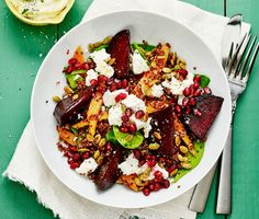 beetroot and quinoa salad with pomegranate and feta. Raw Food Recipes, Veggie Recipes, Vegetarian Recipes, Snack Recipes, Cooking Recipes, Healthy Recipes, Healthy Snacks, Healthy Eating, Good Food