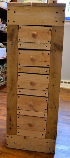 Pallet Cabinet Take 2| I could totally use this to store outdoor craft stuff!