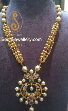 Antique Necklace with Chandbali Pendant - Indian Jewellery Designs Indian Wedding Jewelry, Indian Jewelry, Bridal Jewelry, Jewelry Gifts, Jewelery, Jewelry Design Earrings, Gold Jewellery Design, Necklace Designs, Statement Jewelry