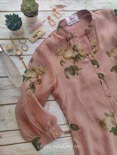 Simple Kurta Designs, Kurta Designs Women, Fancy Dress Design, Stylish Dress Designs, Pakistani Fashion Casual, Pakistani Dress Design, Kurtha Designs, Kurta Neck Design, Sleeves Designs For Dresses