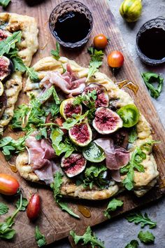 hoardingrecipes: Grilled Tomato Fig and Prosciutto Pizza Aaahhh. hoardingrecipes: Grilled Tomato Fig and Prosciutto Pizza Aaahhh the joys of pizza! Fig Recipes, Pizza Recipes, Italian Recipes, Cooking Recipes, Healthy Recipes, Spinach Recipes, Prosciutto Pizza, Grilled Tomatoes, Half Baked Harvest