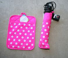 Turn a pot holder into a heat-safe travel case for your flat iron or curling iron! #DIY #Solutions