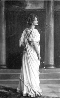 Lily Elsie Victorian Women, Edwardian Era, Lily Elsie, Merry Widow, Vintage Photos Women, English Actresses, Vintage Beauty, Art Nouveau, Statue