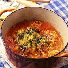 お疲れママの冬の定番メニューといえば鍋…ですが、週に何度も登場すると家族からのブーイングを浴びてしまいがち。「キャベツとさば缶のトマト煮」は、材料をすべて鍋に入...