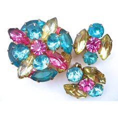 Pastel Rhinestone BEAU JEWELS Brooch Earrings Set, Demi Parure,... ($32) ❤ liked on Polyvore featuring jewelry, earrings, jeweled earrings, rhinestone jewelry, rhinestone earrings, vintage rhinestone jewelry and pastel jewelry